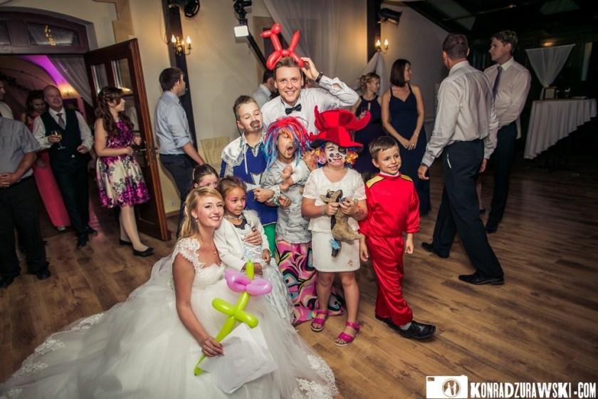 Kostiumy wśród najmłodszych Gości na weselu w Pałacu Wojanów   Konrad Żurawski
