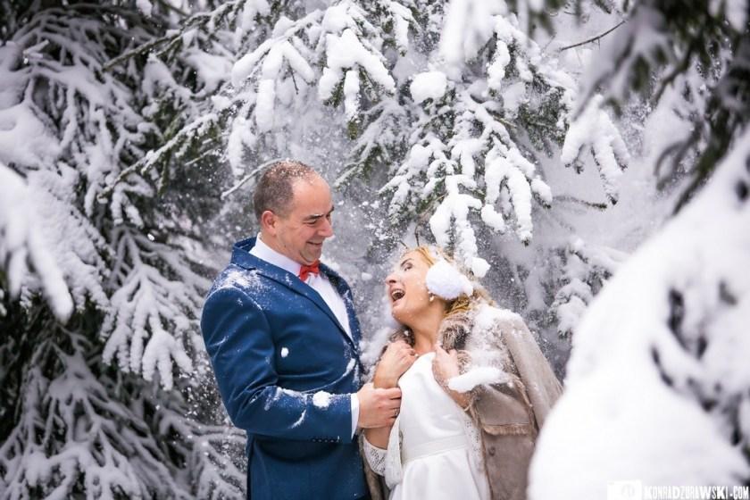 Świetna zabawa na śniegu   Fotograf ślubny Konrad Żurawski