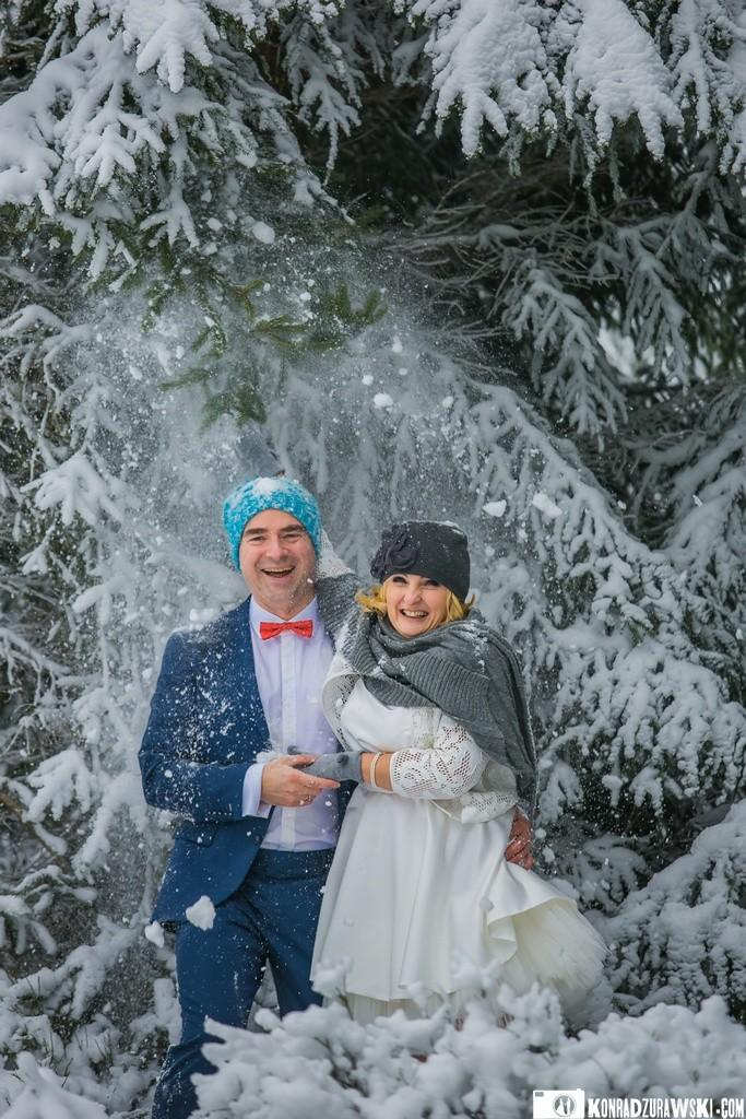 Czy w każdym wieku można dobrze bawić się w śniegu? Można!   Fotograf Konrad Żurawski