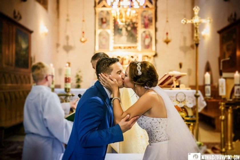 Najważniejszy pocałunek - pocałunek podczas ceremonii ślubnej   Konrad Żurawski