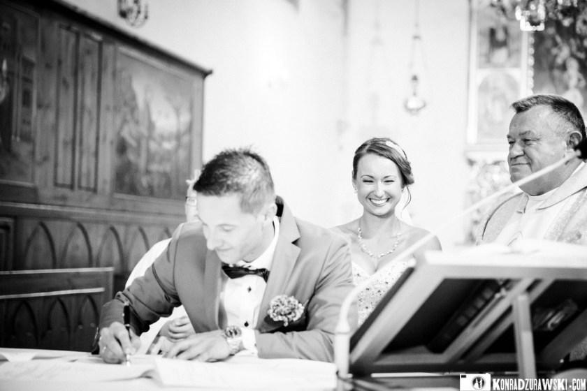 Jeszcze tylko jeden podpis... ceremonia ślubna w Dubaju   Konrad Żurawski