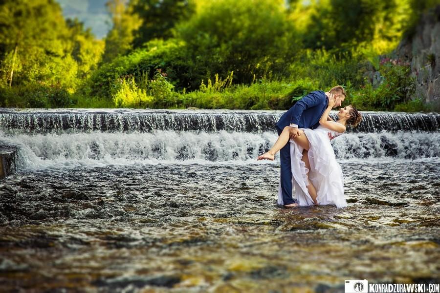 plener ślubny w wodzie