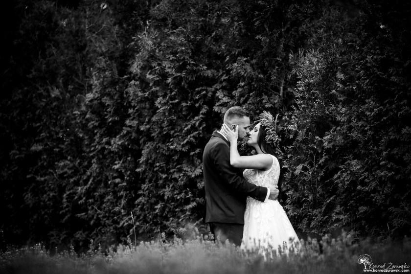 Czarno-białe zdjęcia ślubne zawsze wyglądają uroczo - fotografia ślubna Zgorzelec | Konrad Żurawski