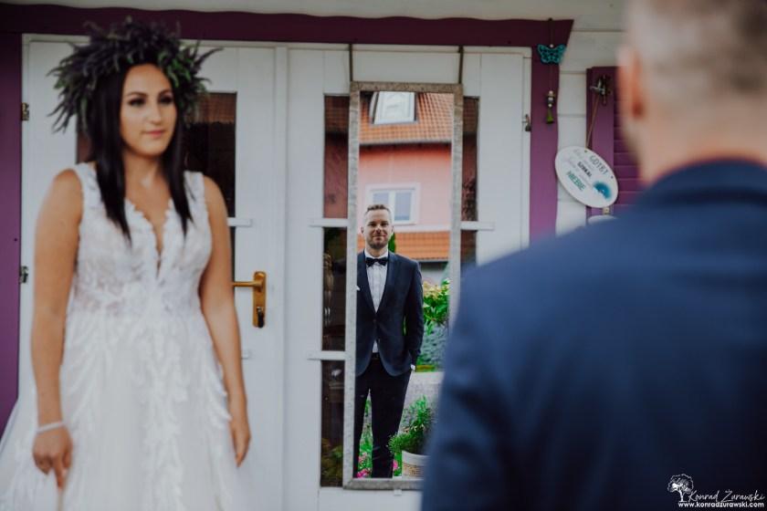 Przeglądając się w lustrze miłości - fotografia ślubna Zgorzelec | Konrad Żurawski