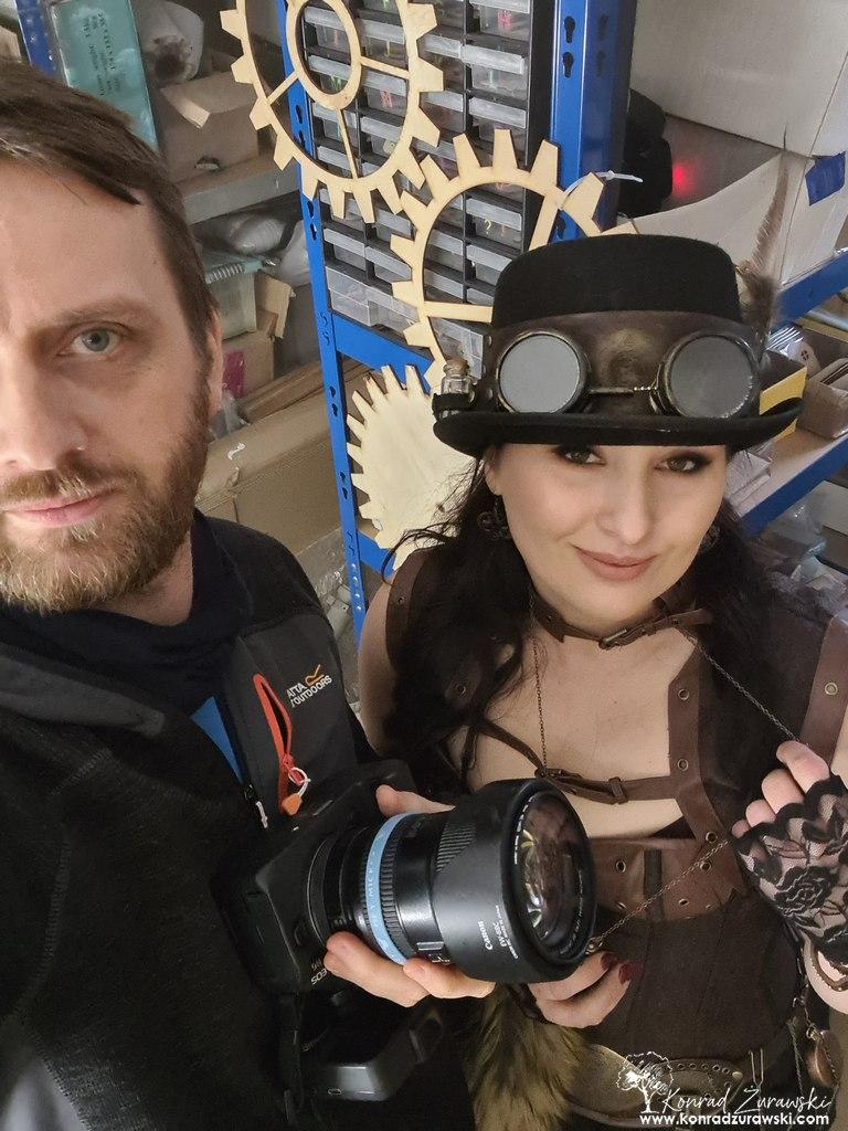Konrad Żurawski - fotograf wspólnie z Magdaleną z firmy Botoro pozują do wspólnego ujęcia