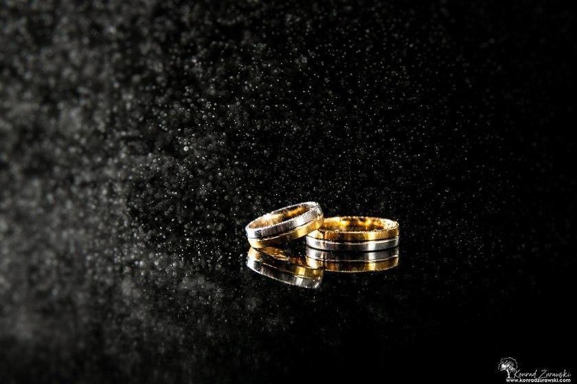 Obrączki ślubne Dominiki i Emila - fotografia ślubna Jelenia Góra