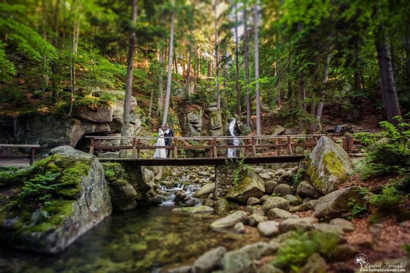 Wodospad Podgórnej w Przesiece to kolejne urokliwe miejsce na ślubną sesję w plenerze | Konrad Żurawski