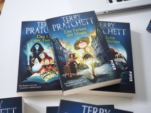 Terry Pratchetts Scheibenwelt – Neun Romane im Schuber | Foto: konsensor.de