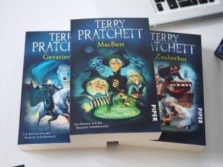 Terry Pratchetts Scheibenwelt – Neun Romane im Schuber   Foto: konsensor.de
