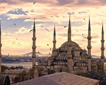 Shalat Jumat Dilaksanakan Di Banyak Masjid Yang Berdekatan