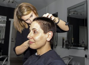 Vil du være med til at gøre en forskel for socialt udsatte, og er du frisør – så er det dig vi søger!