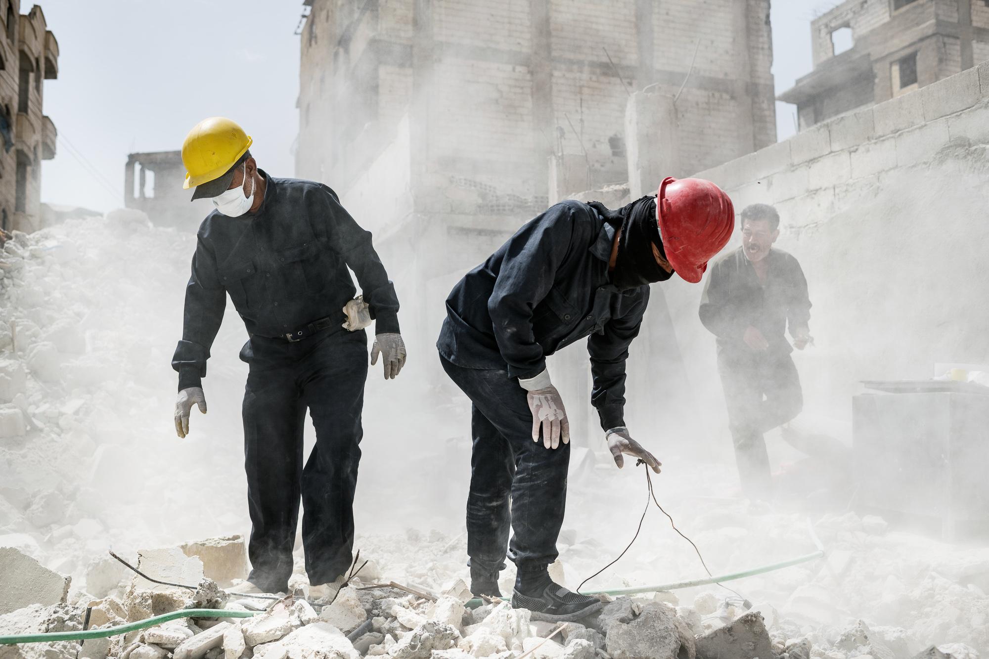 The Gravediggers of Raqqa