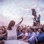 """Discurso de Cristina en Florencio Varela: """"Lo que el pueblo de EEUU está buscando es alguien que rompa con el establishment económico"""""""