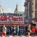 Los trabajadores de Clarín resisten y marcharon con su reclamo