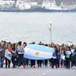ARA San Juan: a 1 mes solo quedan 3 buques buscando a los 44 submarinistas y el Gobierno sigue sin dar la cara