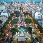Una multitud marchó en la Argentina contra la violencia hacia las mujeres