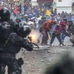 La crisis del Ecuador dolarizado y neoliberal: varios muertos, 800 detenidos, decenas de heridos