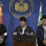 """Morales: """"Está en marcha un golpe de Estado"""". Oposición rechazó el diálogo, policía sigue amotinada y FFAA se abstiene de intervenir"""