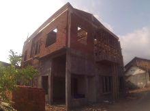 membangun rumah