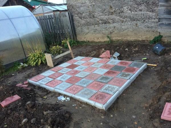Укладка тротуарной плитки на дачном участке - пошаговая ...