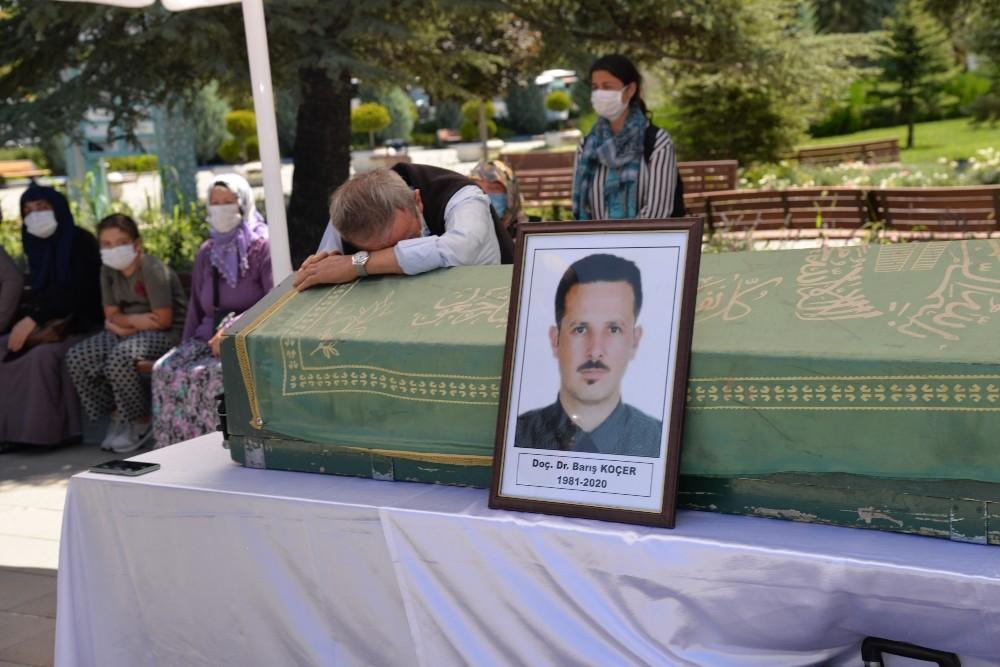 Kazada ölen akademisyen defnedildi