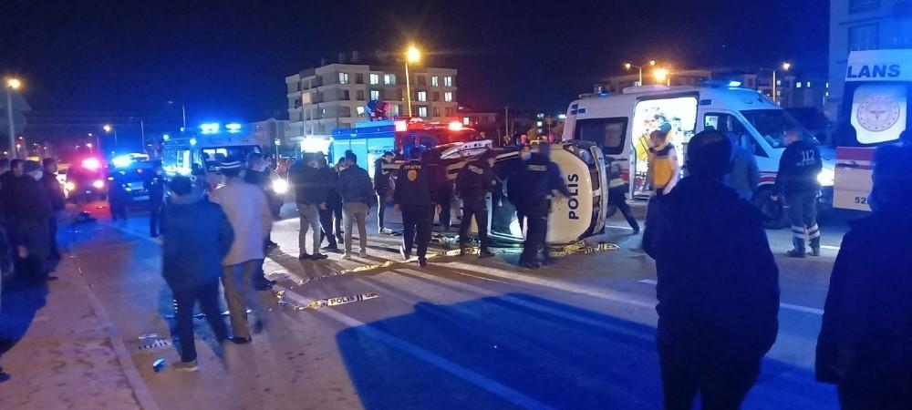 Konya'da minibüsle polis otosu çarpıştı: 2 yaralı