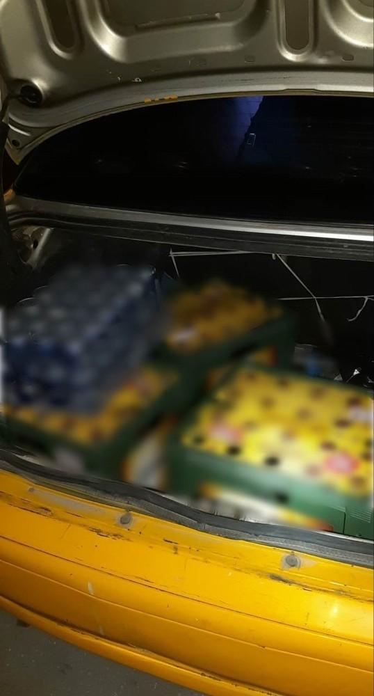 Otomobilden içki satarken yakalandı