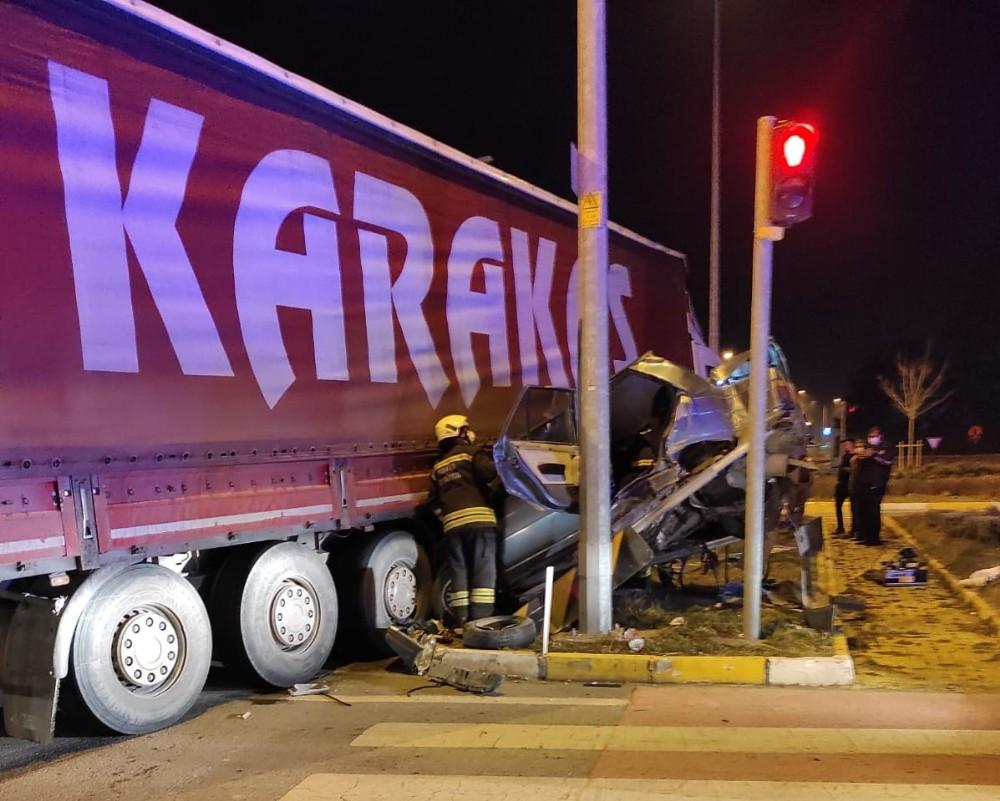 Konya'da tır ile otomobil çarpıştı: 5 yaralı