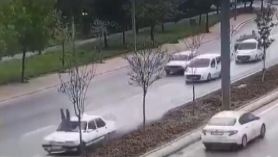 Refüjde otomobilin çarptığı yaya hayatını kaybetti