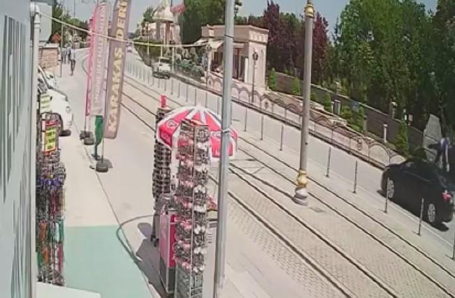 Konya'da otomobilin çarptığı yayanın savrulması kamerada