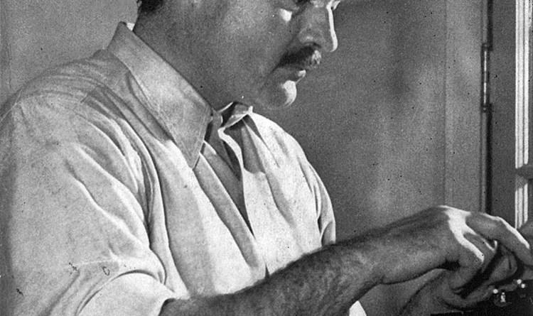 Ernest Hemingway munka közben