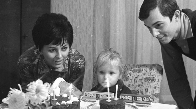 Családtörténetek megírása - Születésnapi kép 1970