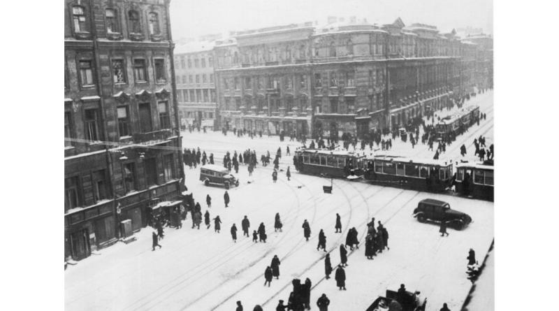 Moszkva_1947_Szarvasgomba es csalanleves_Toth Attila_Konyv Guru