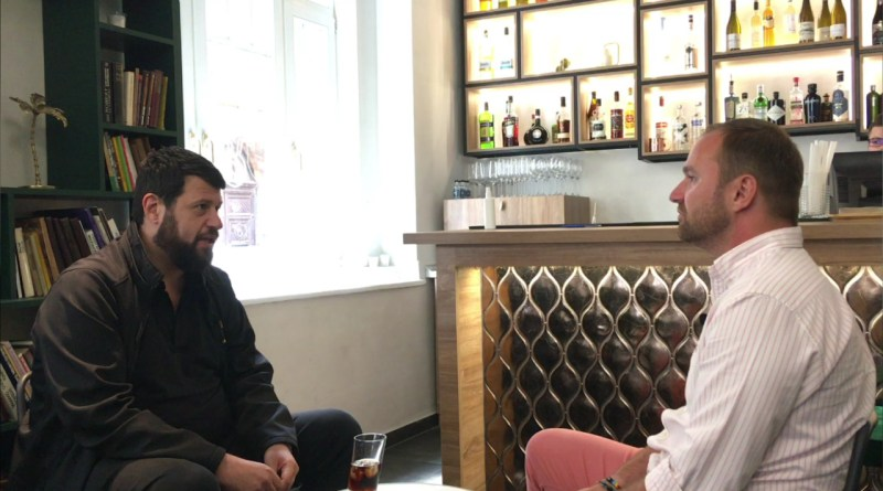 Interjú Puzsér Róberttel - Könyv Guru TV