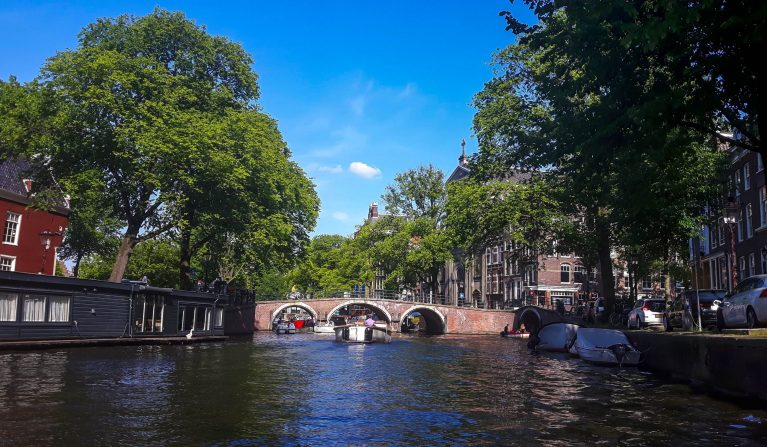 TOP 5 REASONS WHY the PEDAL BOAT IS BEST WAY TO EXPLORE AMSTERDAM CITY CANALS!