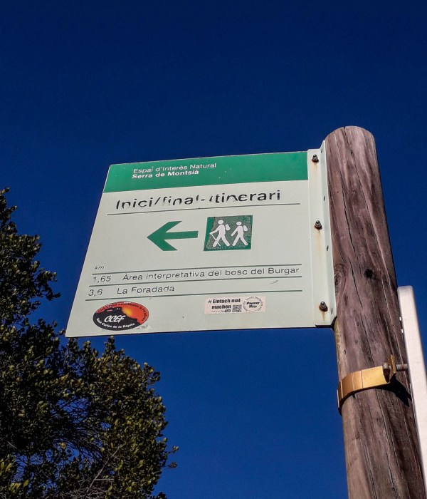 Sign in Catalonia from the mentioned parking to La Foradada, there is approx 3,6 km of hiking
