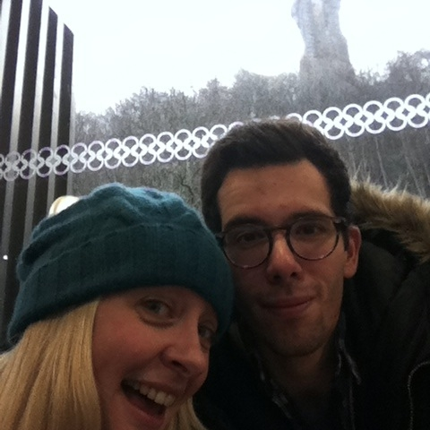 #GiftMehaggis winners: Travelholic Nomad and Kooky traveller taking a selfie at the Wallace Monument