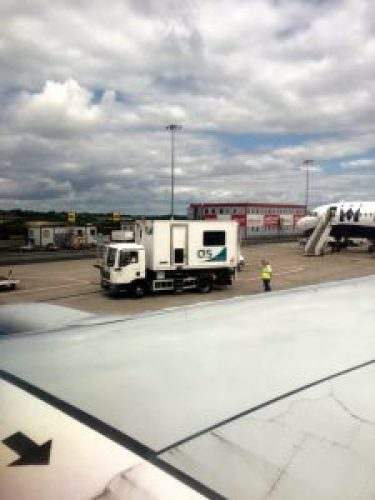 Travelling with special assistance from the terminal to the plane: view of the special assistance truck from the plane.