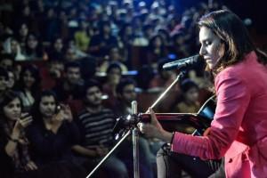 Zoe Viccaji - Jab Koi Pyar Se Bulayega
