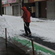 店の前雪かき