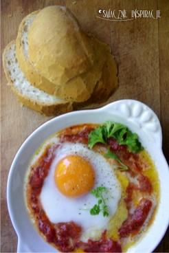 2_Jajka sadzone z pomidorami