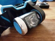 Das Lampengehäuse mit seitlichem Schalter ist durch Drehung einstellbar