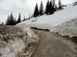 Unweit des Herzogstandhauses liegen noch Schneemassen