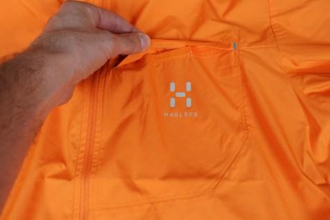 Brusttasche mit Klettverschluss und reflektierendem Logo
