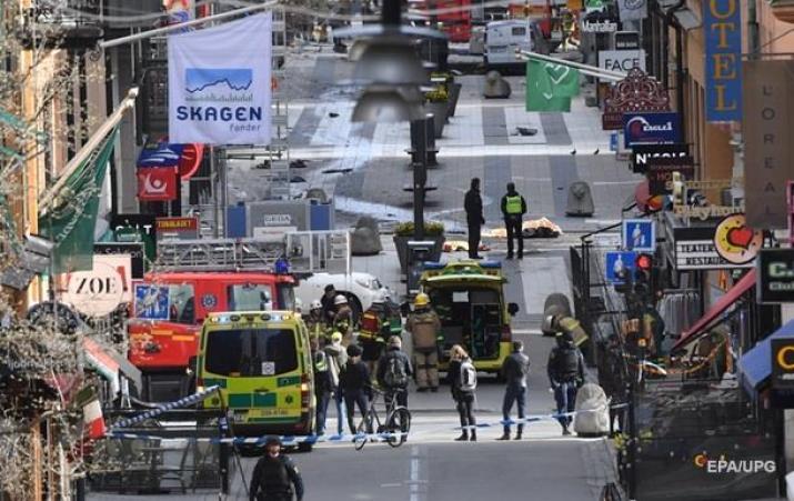Теракт в Стокгольме: момент атаки попал на видео