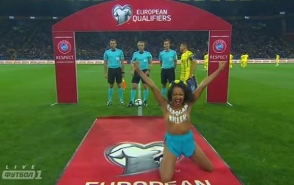 Голую Femen на матче Украина-Турция задержали ...