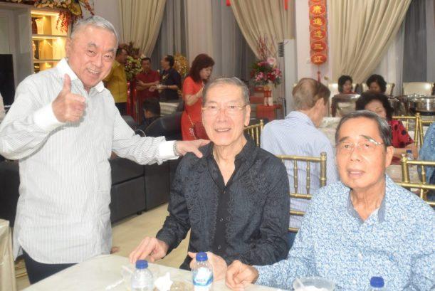 左起:吴其顺, 谢清河、卢泗川合影。