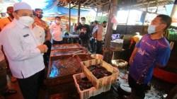 Wabup Banjar sidak ke pasar ikan di kawasan Pasar Martapura, Rabu (5/5/2021). (Sumber Foto: Kominfo Banjar)