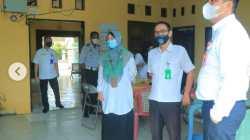 Wali Kota Banjarbaru Aditya Mufti Ariffin (kanan) sidak presensi ASN Pemko Banjarbaru. (Sumber Foto: Humpro Banjarbaru)