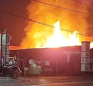 Api Hanguskan Los Pasar Harian KUD Mojopahit Kotabaru